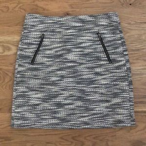 LOFT Black and white tweed skirt - size 0